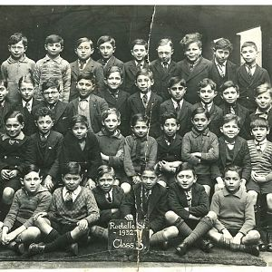 Ron's class at Rochelle St School 1932